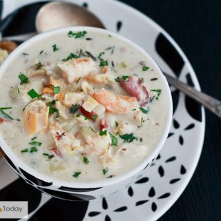 Seafood Chowder Recipe with Clams, Shrimp & Fish