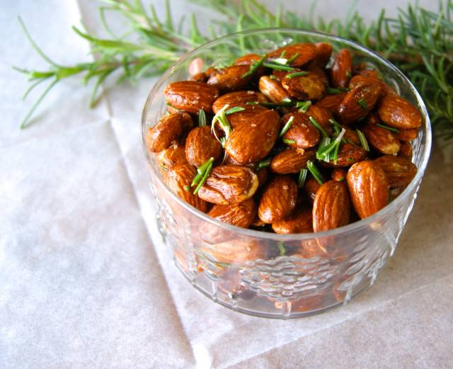 Roasted Rosemary and white pepper almonds Recipe